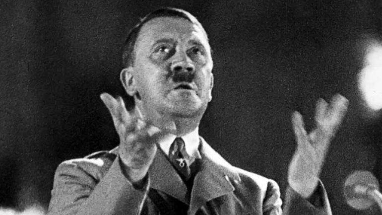 Adolf Hitler en uno de sus acalorados discursos