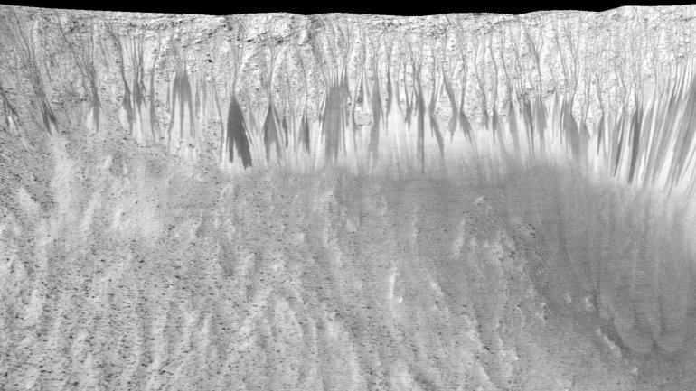 La imagen en alta resolución confirma la teoría de la NASA: signos de agua líquida sobre la superficie de Marte.